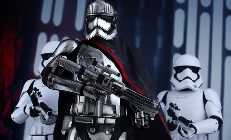 star-wars-captain-phasma-sixth-scale-hot-toys-feature-902582