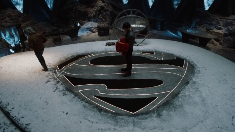 Seg-El_stands_with_Superman's_cape_in_the_Fortress_of_Solitude