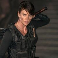 """""""משמר האלמוות"""" - טריילר לסרט החדש של נטפליקס בכיכובה של שארליז ת'ארון"""